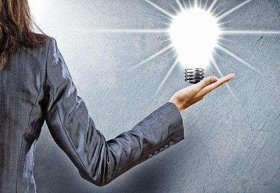 Lamppu syttyy naisen kadessa_550.jpg