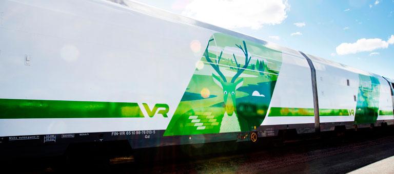 Autovaunun kyljessä komeilee poro