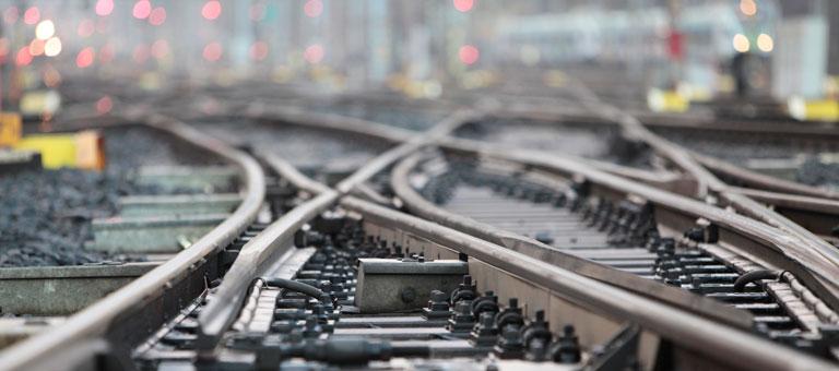 VR Track kunnostaa vaihteita Helsingin ratapihalla.