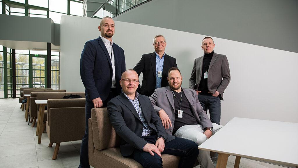 Aluepäälliköt Jani Kangasjärvelä, Esko Korpinen, Pertti Hynynen, Ville Luokkala ja Tapani Tolonen painottavat yhteisesti jaettujen tavoitteiden ja toimintatapojen merkitystä.