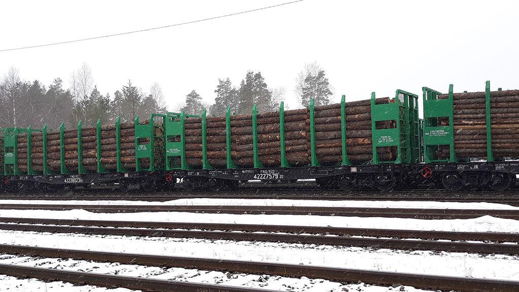 Pääsääntöisesti puuraaka-ainetta tulee rautatiekuljetuksina Imatrankoski–Svetogorsk raja-aseman kautta.