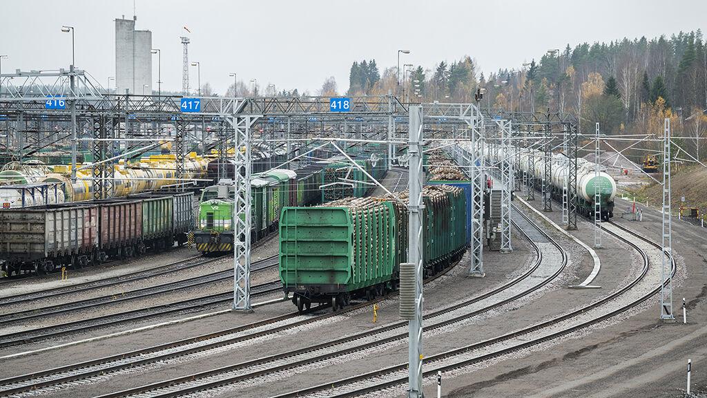 Vainikkalan ratapiha pystyy ottamaan vastaan entistä useampia pitkiä junia yhtä aikaa.