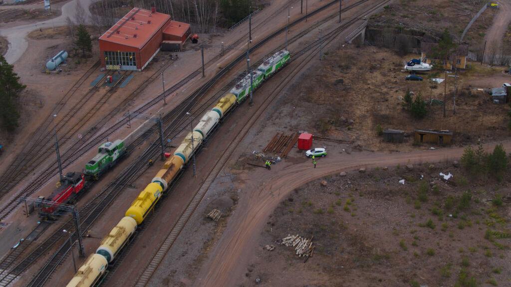 Superjuna Mörkö kuljettaa Vainikkalasta Haminaan yhteensä 83 vaunua.