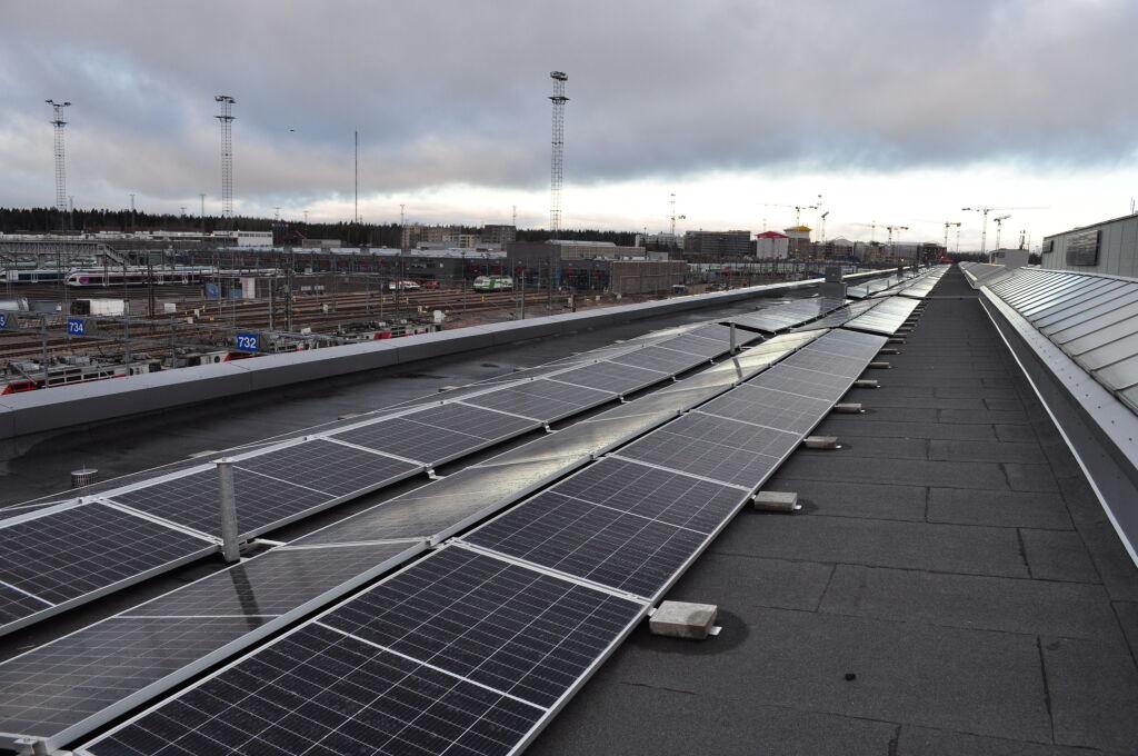 Aurinkovoimala Helsingin varikolla
