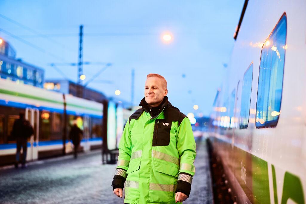 Veturinkuljettaja Helsingin laiturialueella