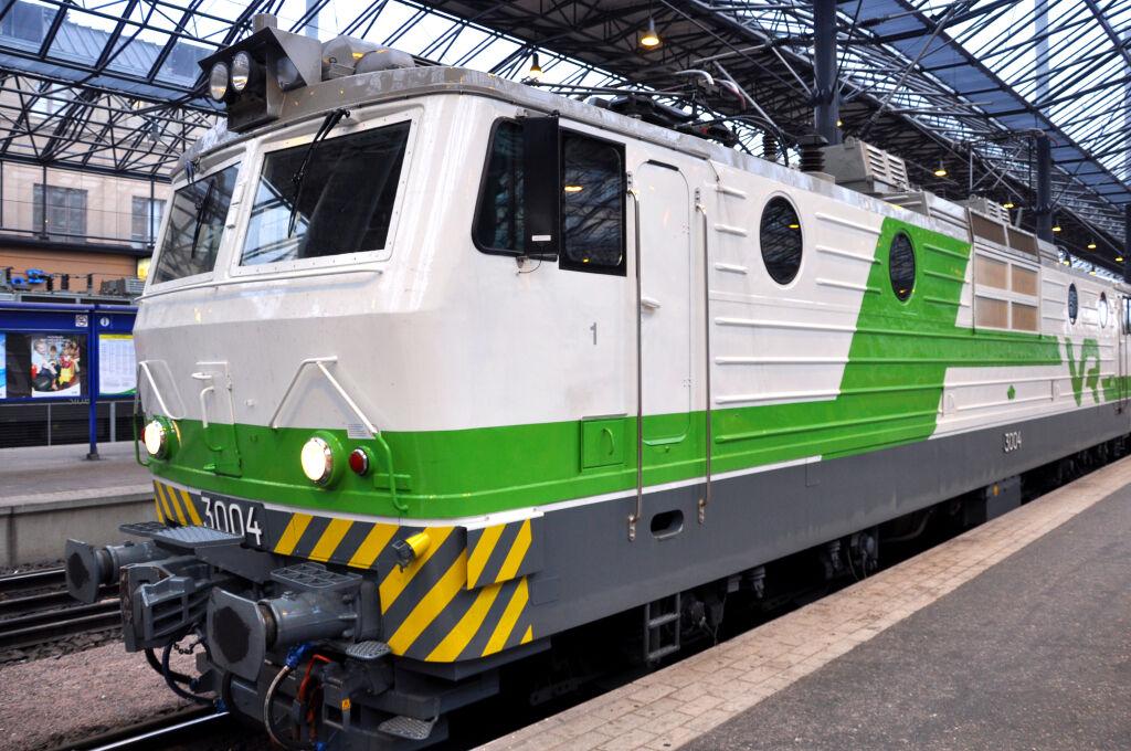 Sr1-sähköveturi Helsingin asemalla