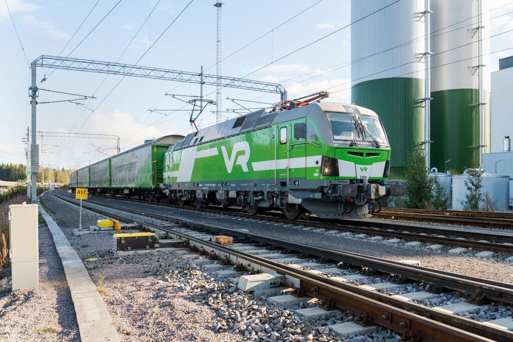 Monipuolinen vaunukalusto sekä vetokalusto mahdollistavat monipuoliset rautatiekuljetukst Suomessa.