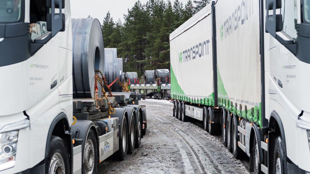 Metalliteollisuuden kuljetukset raiteilla ja renkailla.