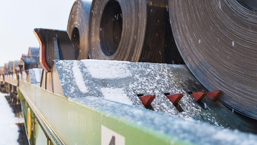 Pääosa teräksestä tulee Hankoon SSAB:n Hämeenlinnan tehtaalta, mutta myös yhtiön muilta tuotantolaitoksilta.